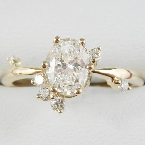 2 carat oval moissanite ring